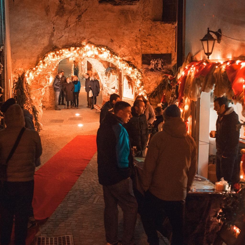 Dolomiti Paganella   Mercatini di Natale in Trentino, visita il mercatino di Maurina
