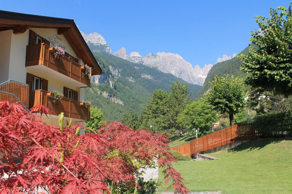 Ai piedi delle Dolomiti di Brenta