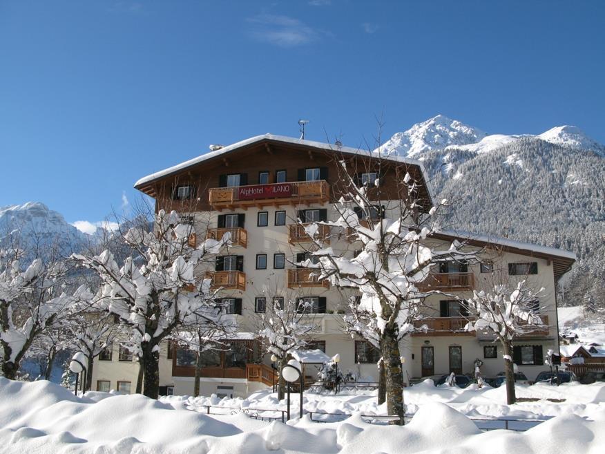 Alphotel Milano inverno e Dolomiti sullo sfondo