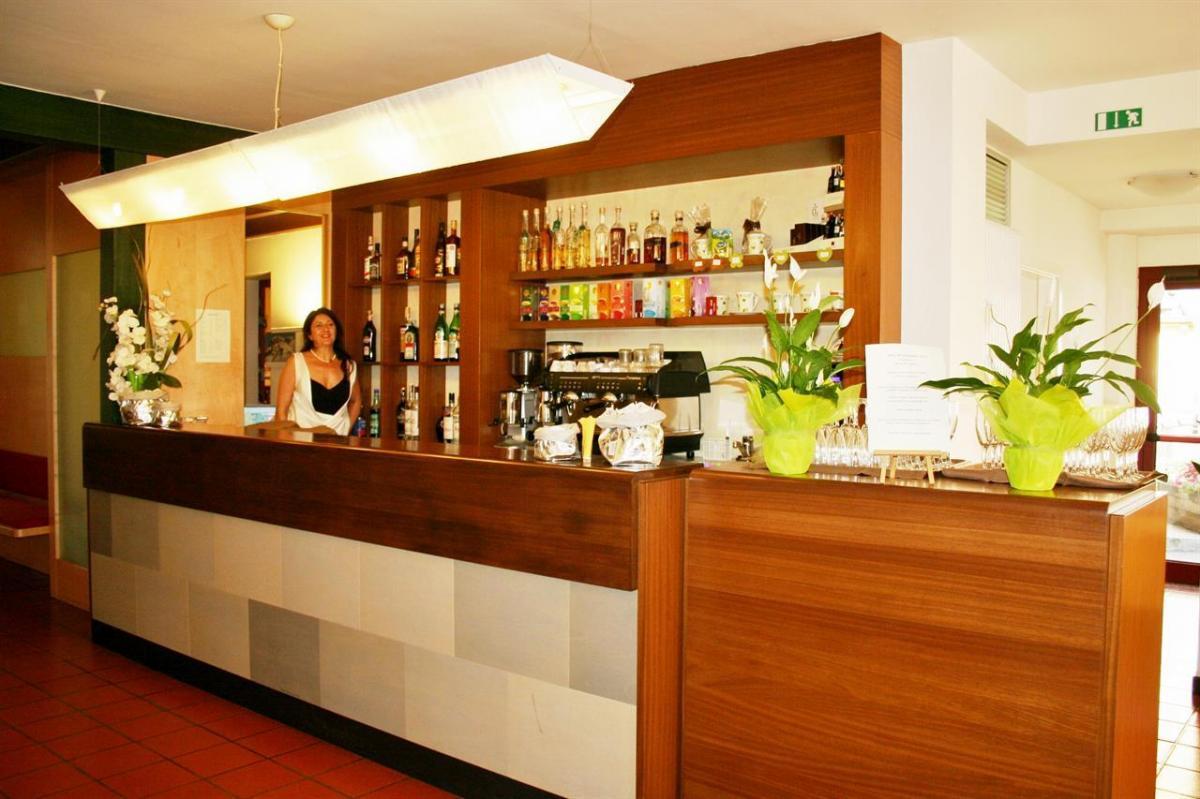 4 Bar Hotel Eden