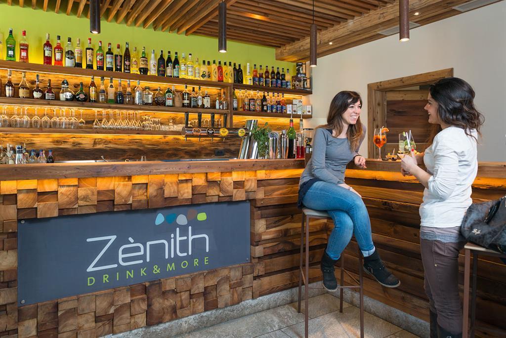 Bar Zenith 03