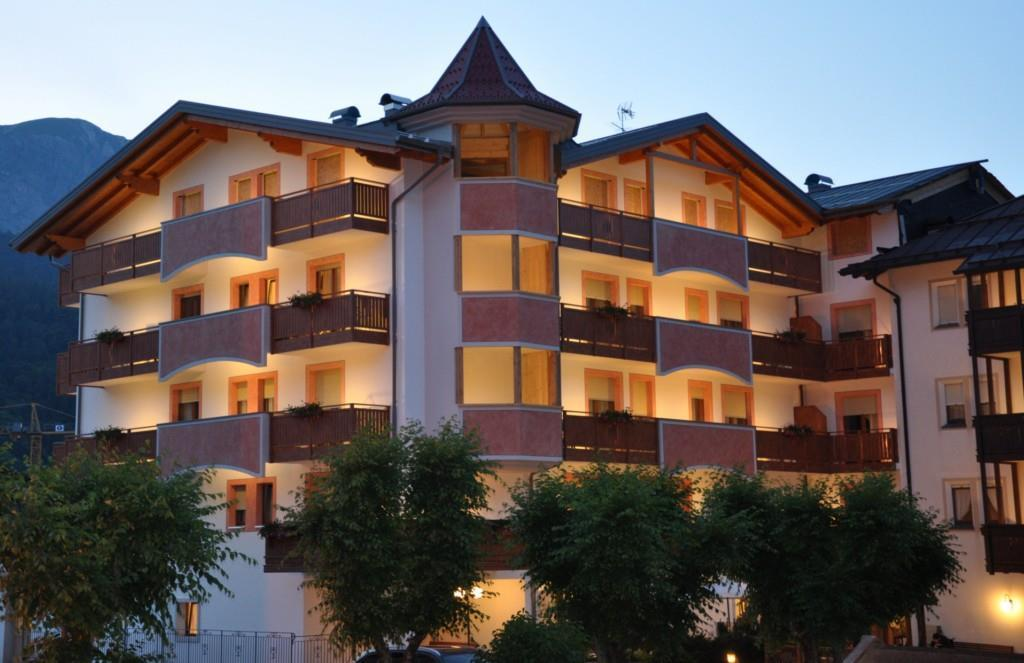 L'Hotel Select al crepuscolo