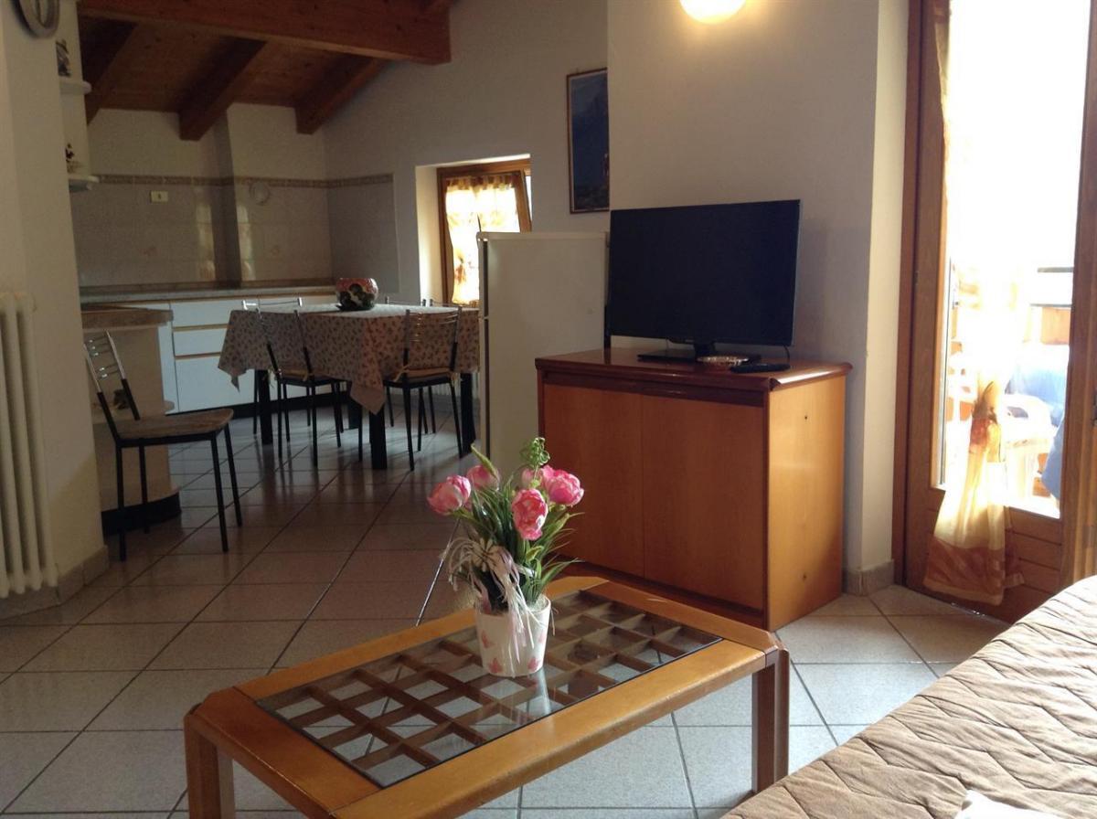 villa primula terzo piano_cucina e soggiorno