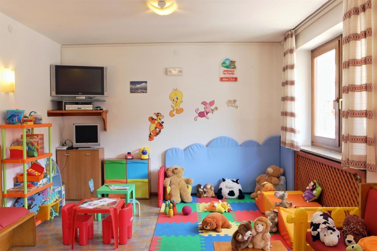 sala giochi Alphotel Milano Pieri