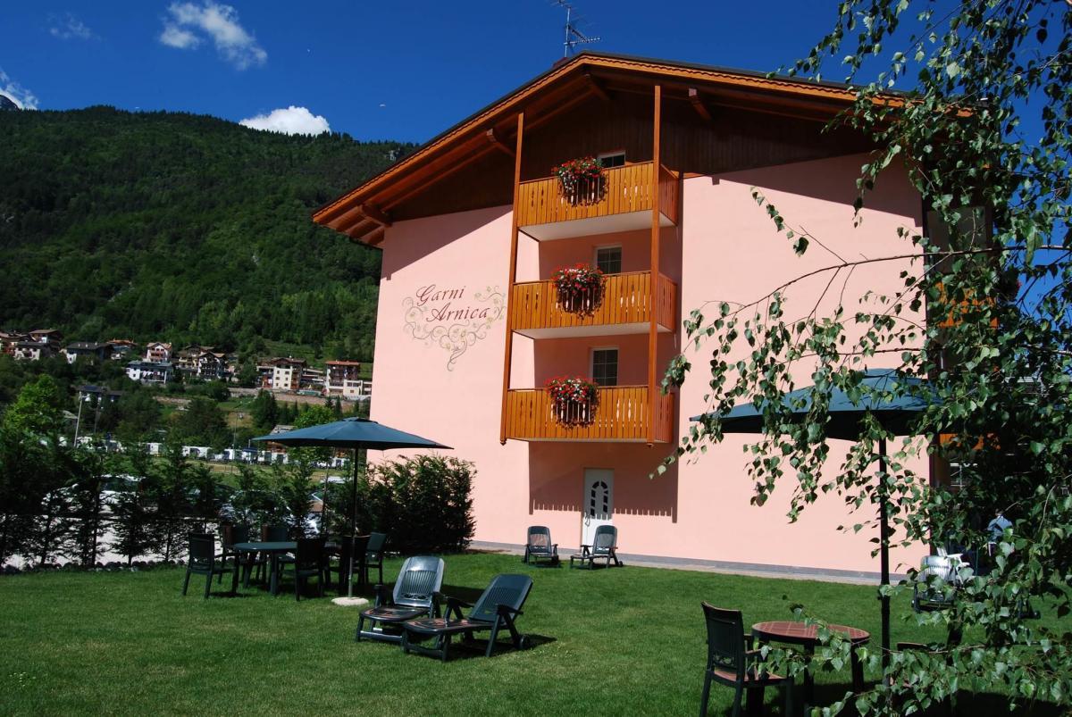 Hotel Garnì Arnica estate