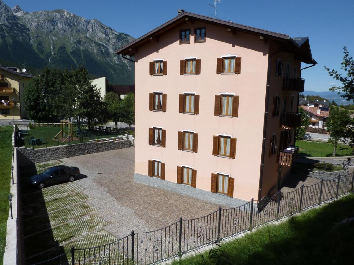 Edificio, lato piazzale 7