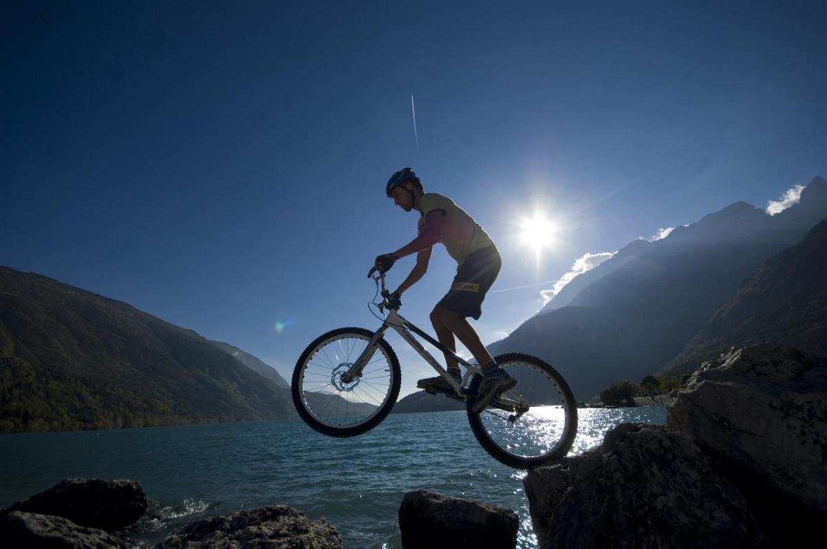 Dolomiti Brenta Bike_LagoMolveno_ph.RonnyKiaulehn