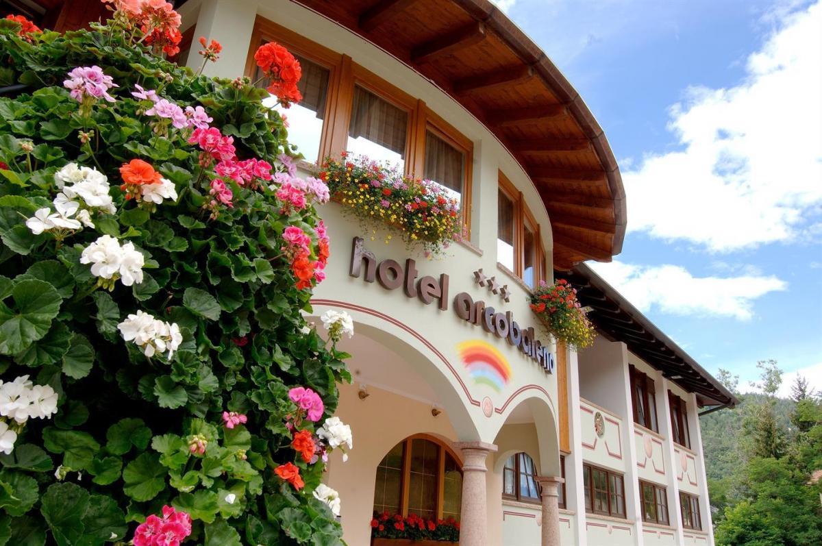 Hotel Arcobaleno_estate_esterno