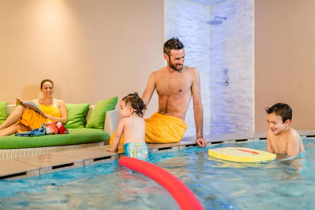Famiglia piscina piccola