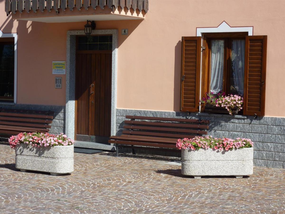 Edificio, lato piazzale 3