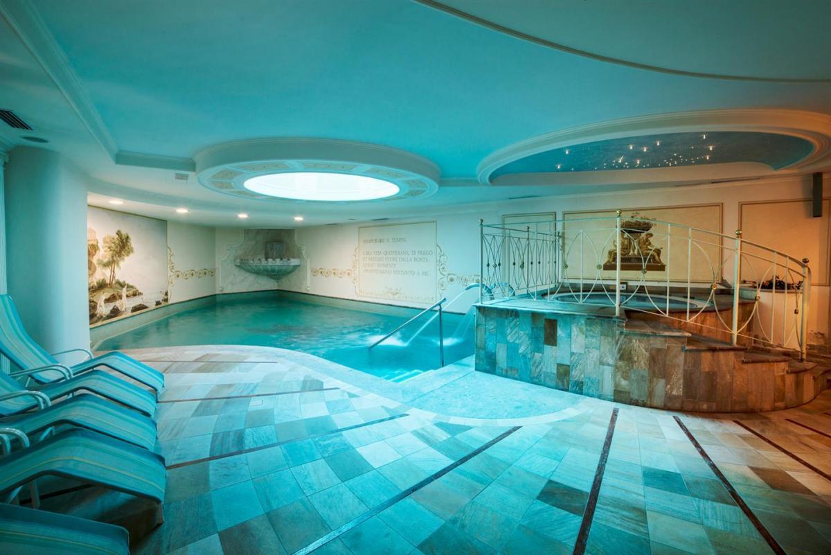 Vista piscina e idromassaggio