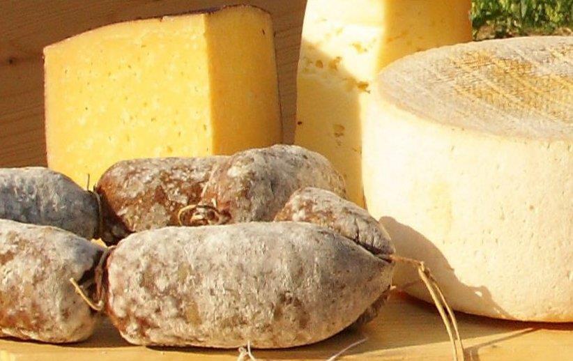 Agritur Ai Castioni formaggio e lucanica