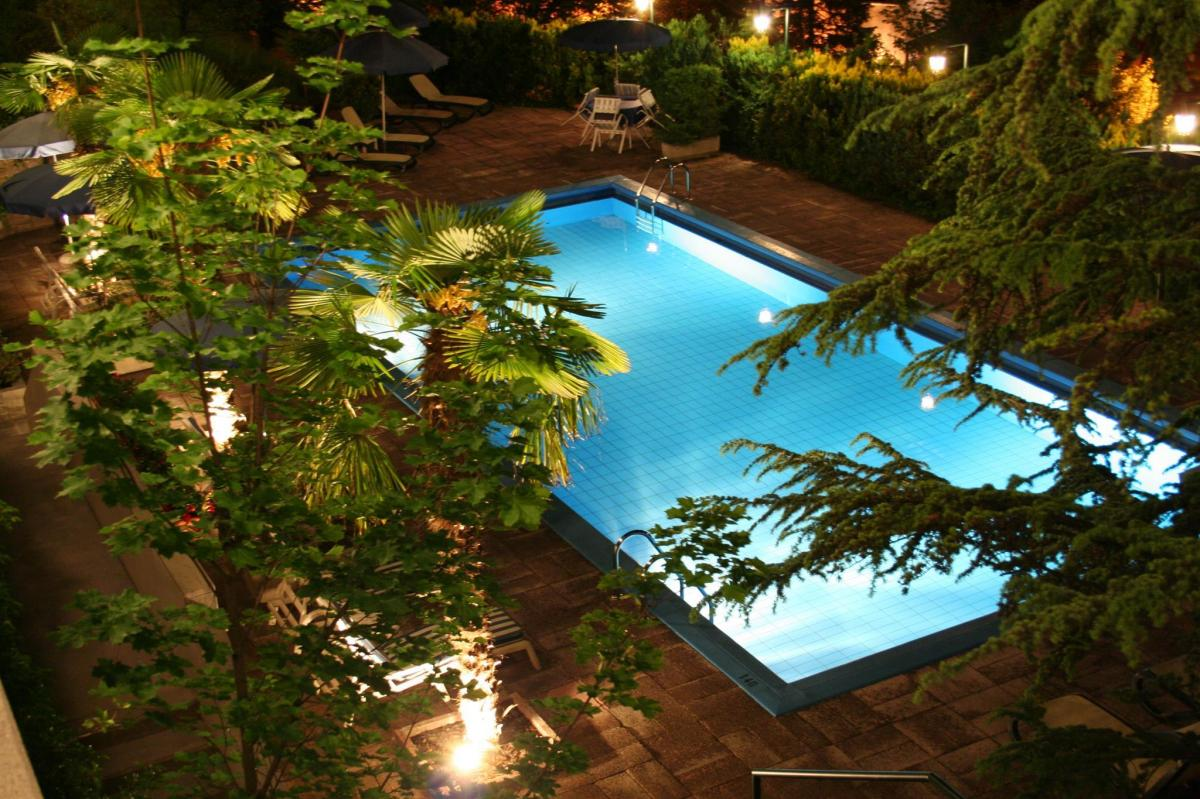 swimmingpool by night 1