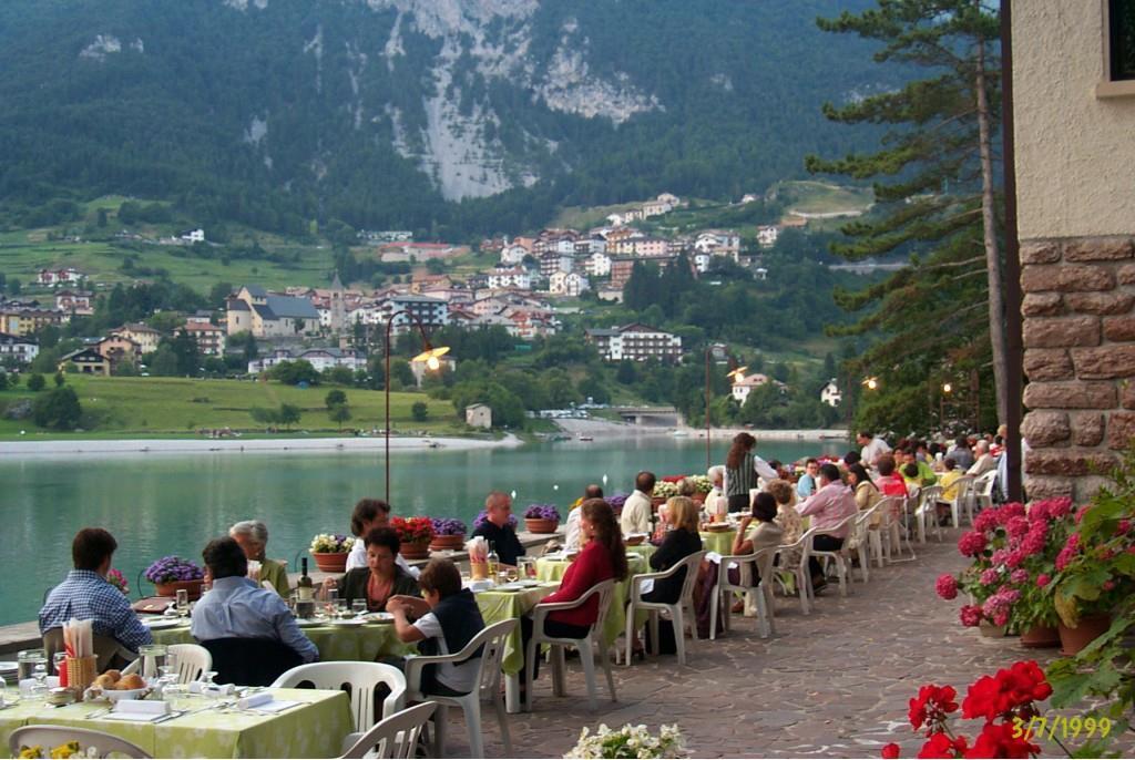 Cena in veranda su lago Molveno
