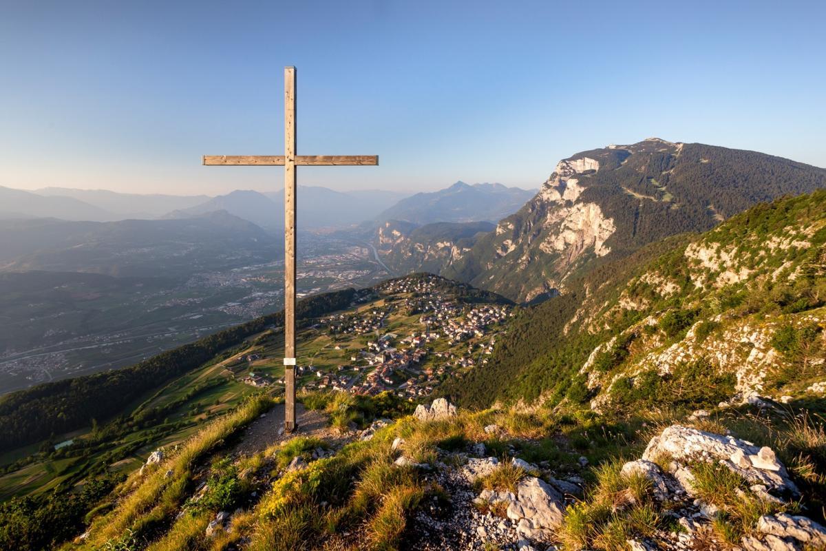 La fantastica vista dalla Croce di Fai sul Monte Fausior