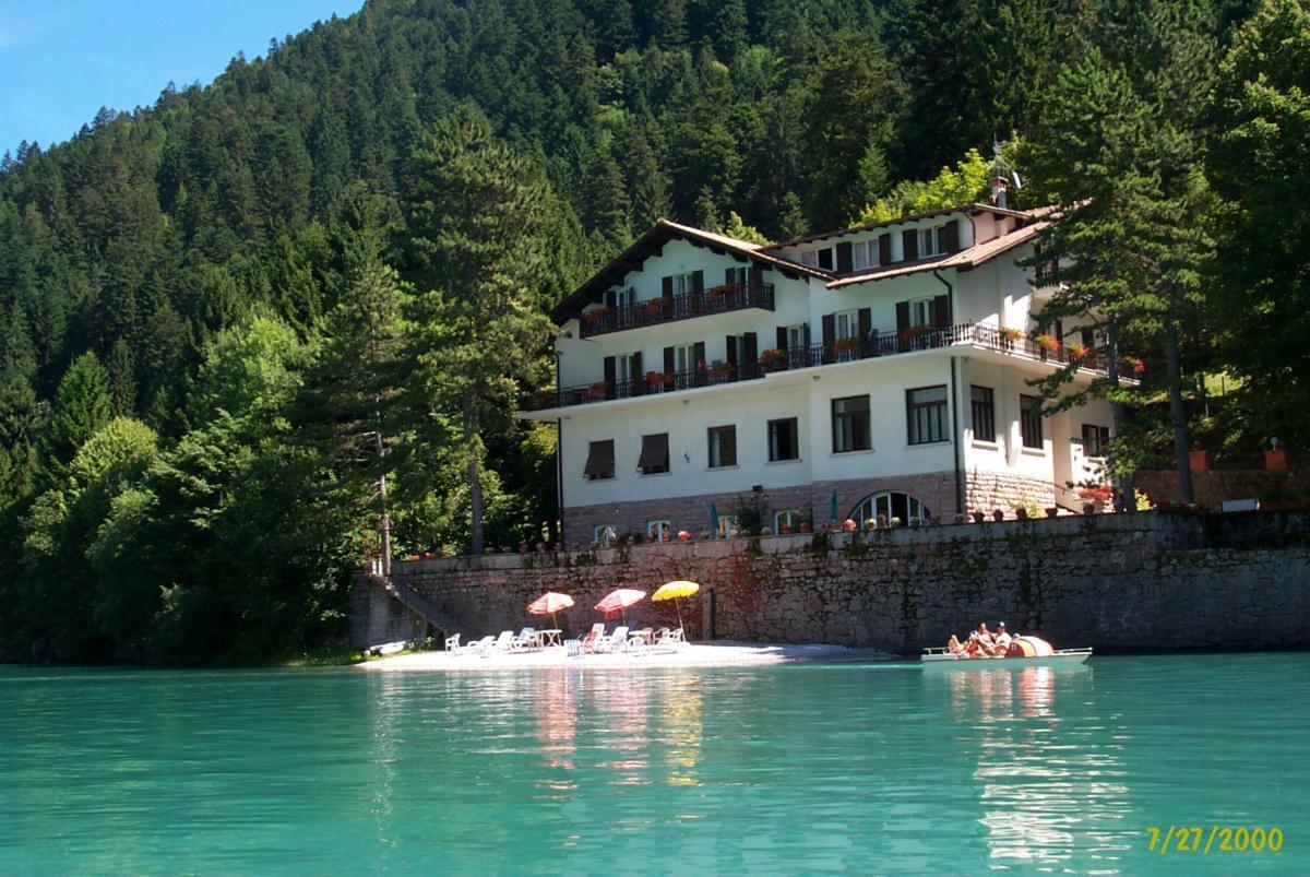 Lago park Hotel  Molveno  e pedalò