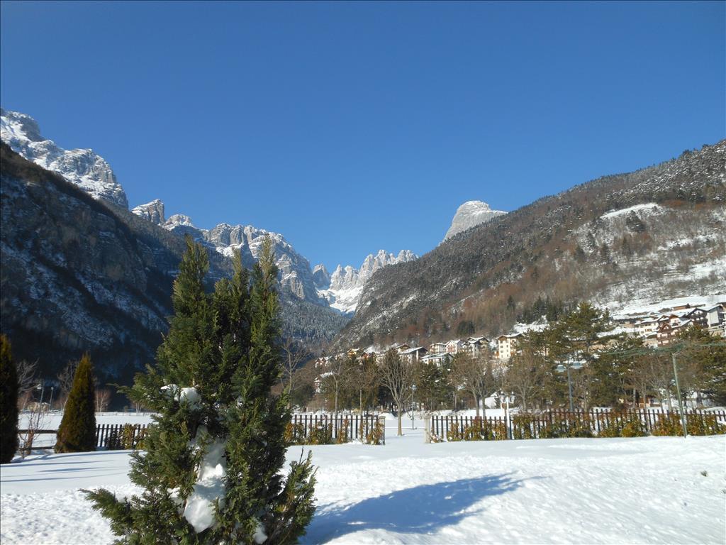 La vista sulle Dolomiti di Brenta innevate