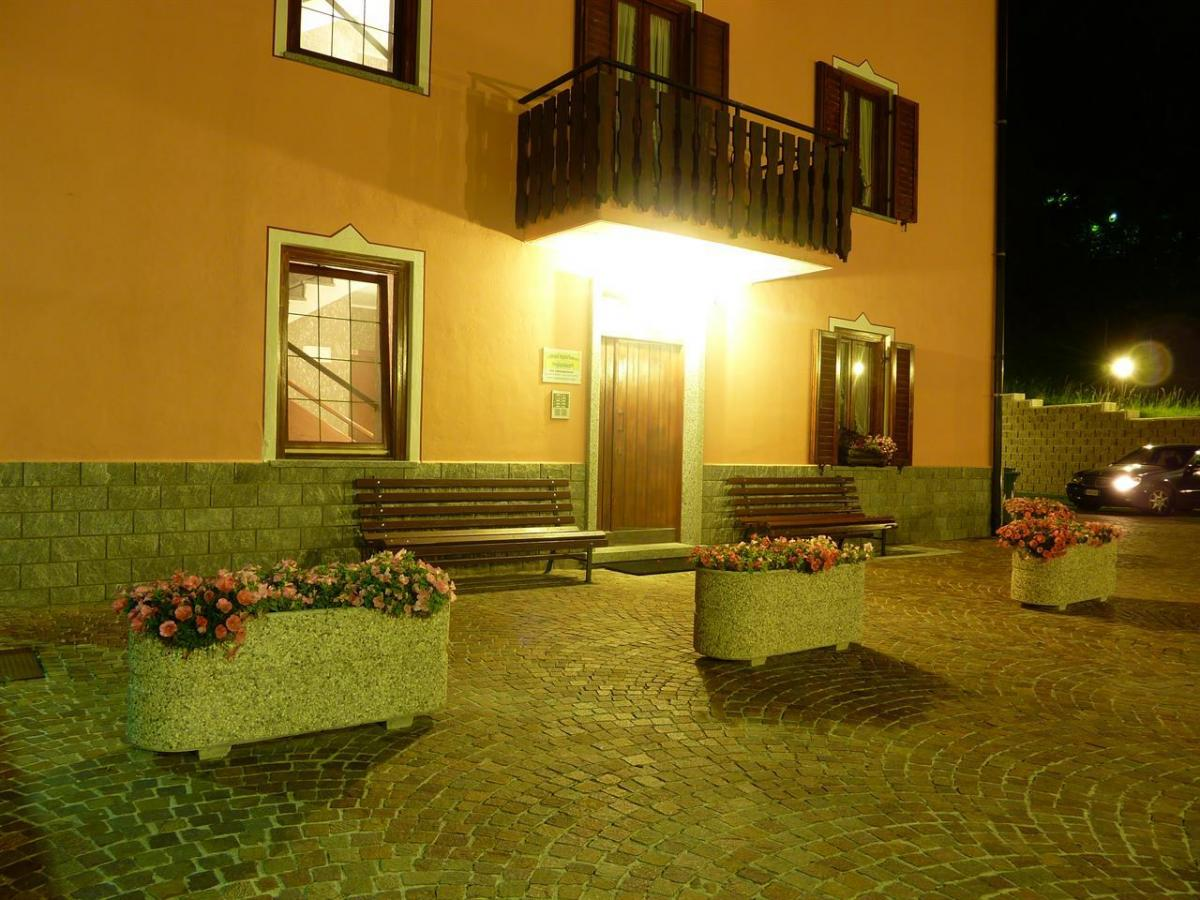 Edificio, di notte