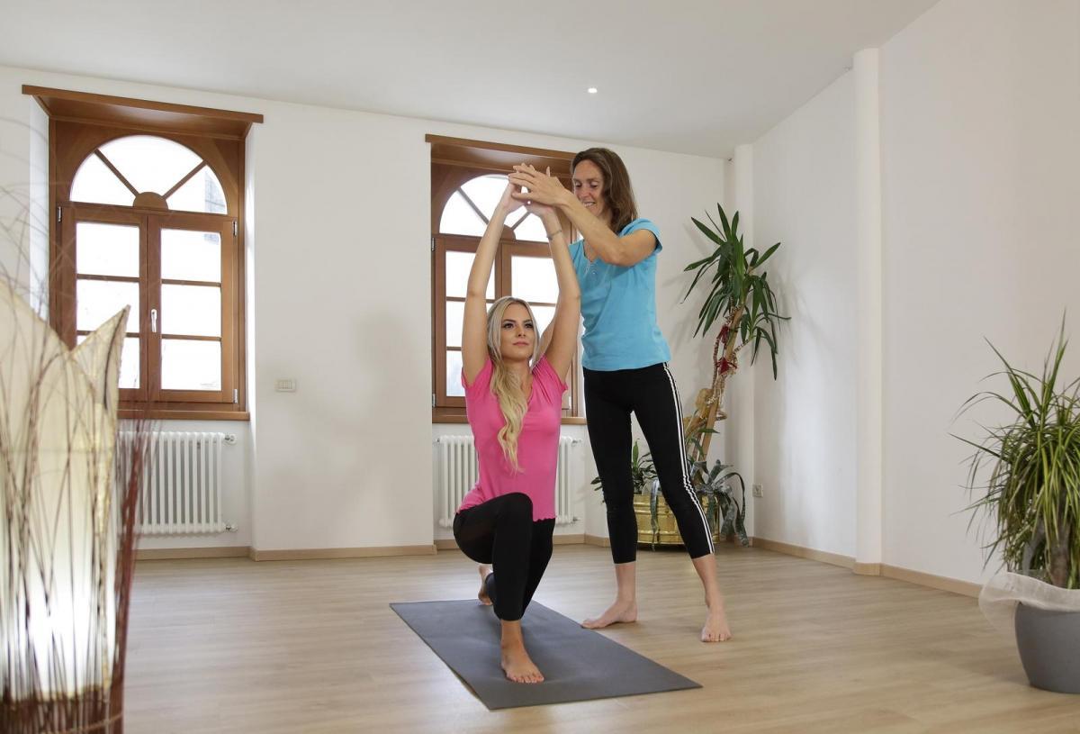 Lezione di yoga al chiuso