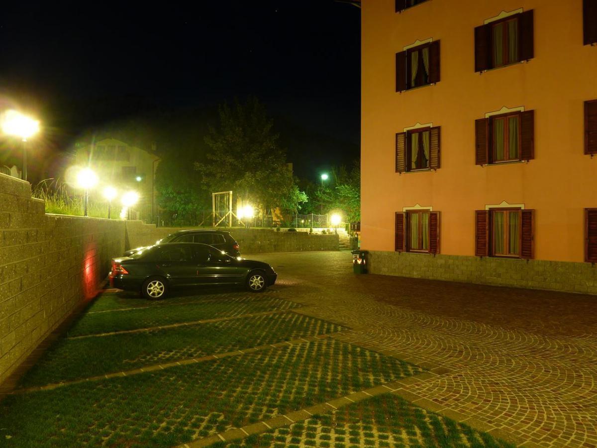 Piazzale di notte