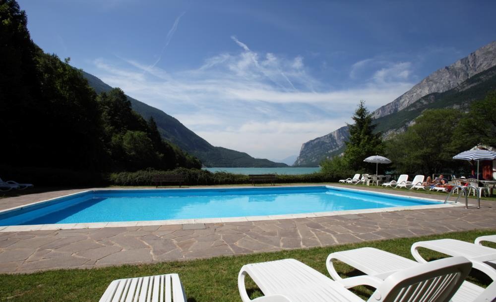 Hotel Molveno_piscina sul lago