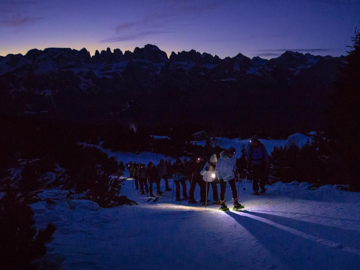 Escursione con le ciaspole al tramonto