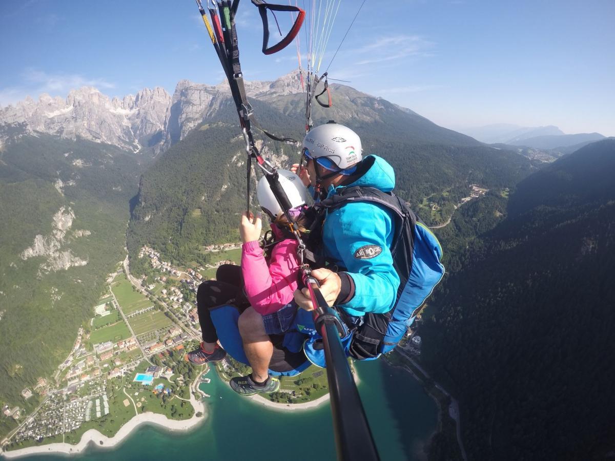 Volo sul Lago di Molveno con Vista sulle Dolomiti di Brenta