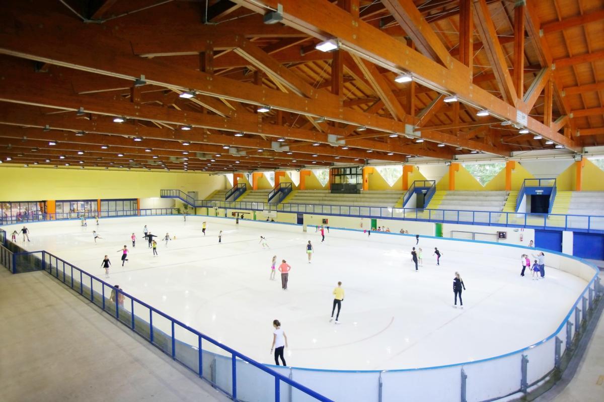 Pattinare sul ghiaccio a Andalo in vacanza in Paganella
