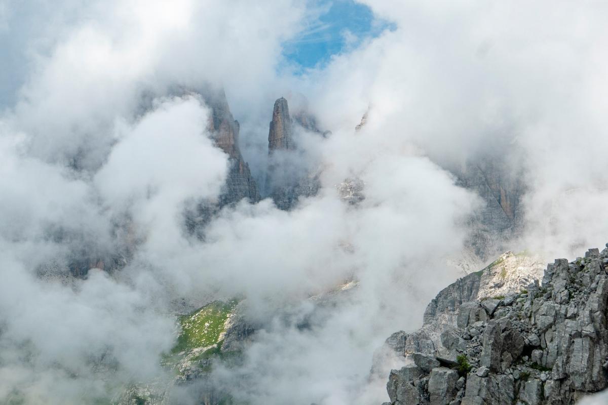 Il Campanil Bass tra le nuvole