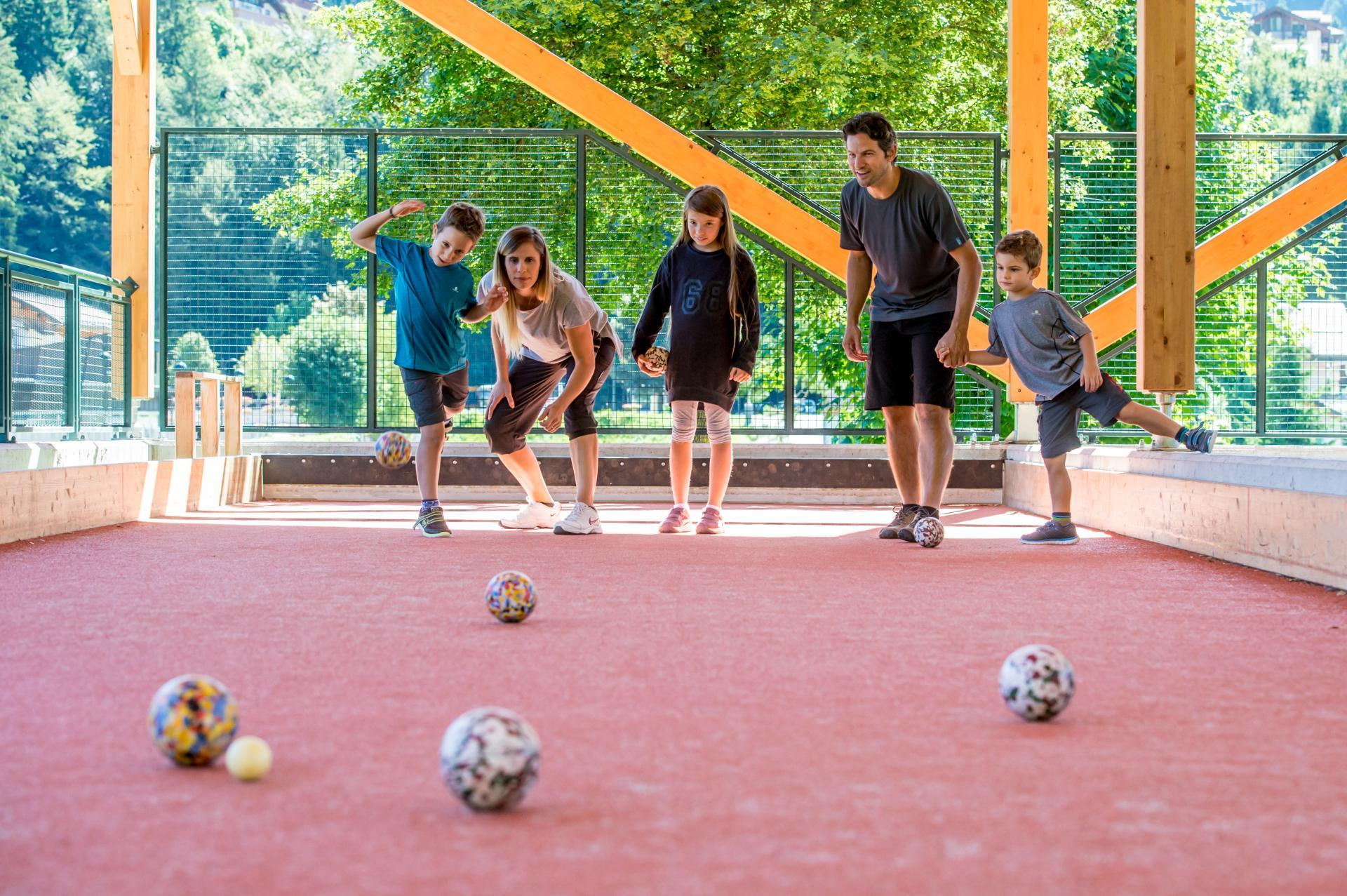 2016_PHMatteoDeStefano_Andalo_bambini_giochi_divertimento_montagna_bocce_family_parco_LifePark_Dolomiti_Paganella_Trentino_17.jpg