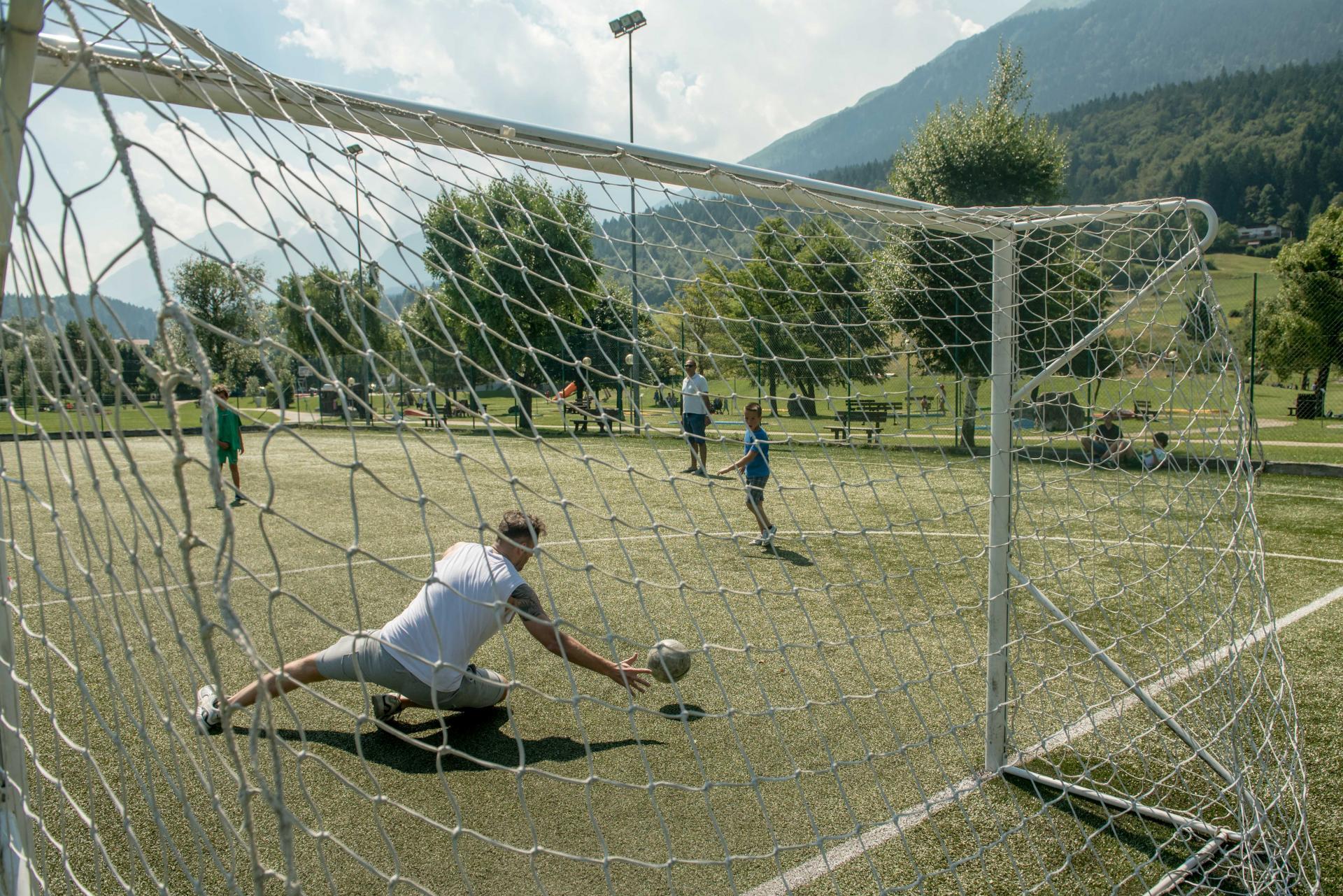 2016_PHMatteoDeStefano_Andalo_bambini_giochi_montagna_family_calcio_sport_calcetto_parco_LifePark_Dolomiti_Paganella_Trentino_11.jpg