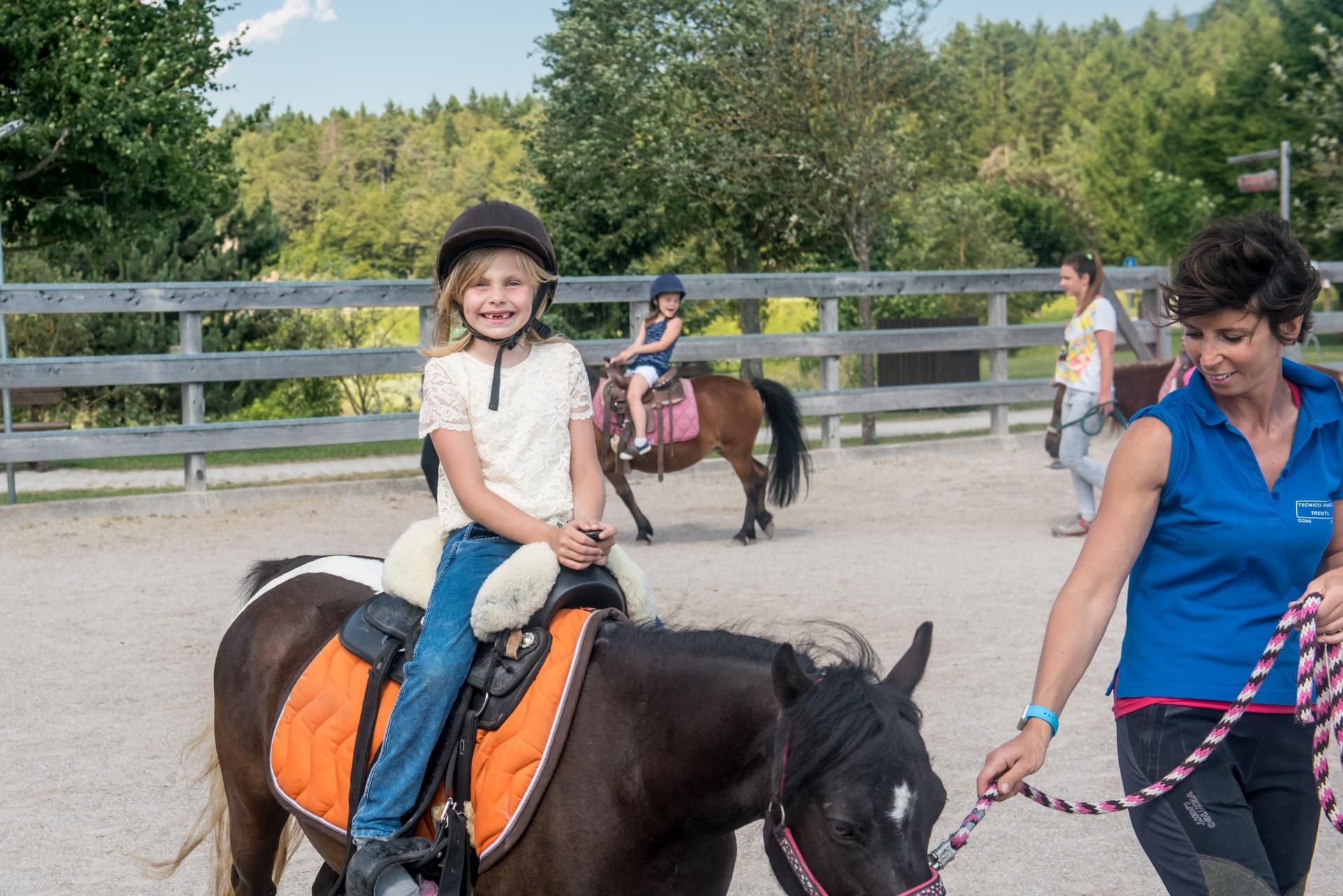 2016_PHMatteoDeStefano_Andalo_bambini_montagna_family_equitazione_cavalli_carrozza_pony_parco_LifePark_Dolomiti_Paganella_Trentino48.jpg
