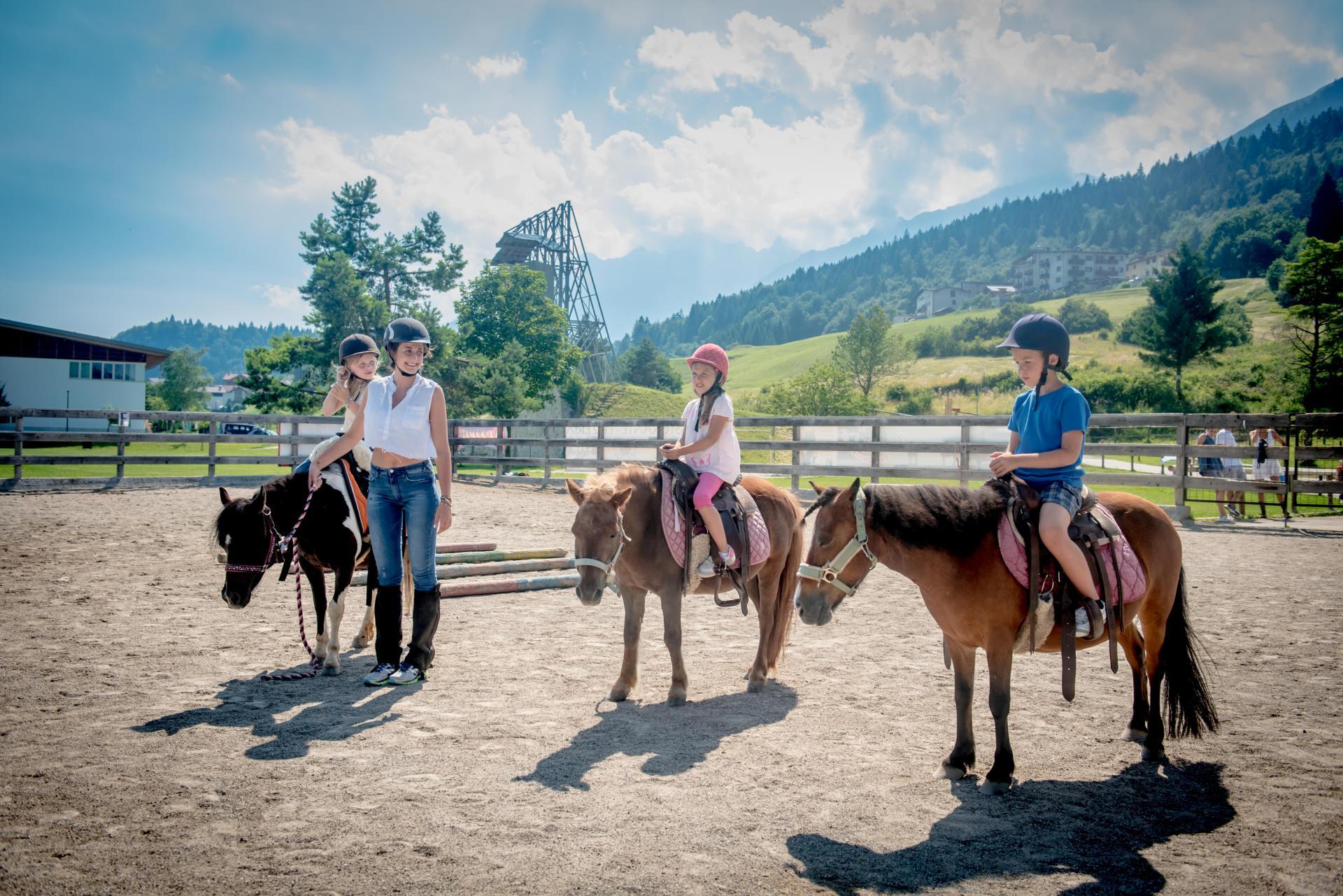 2016_PHMatteoDeStefano_Andalo_bambini_montagna_family_equitazione_cavalli_carrozza_pony_parco_LifePark_Dolomiti_Paganella_Trentino75.jpg