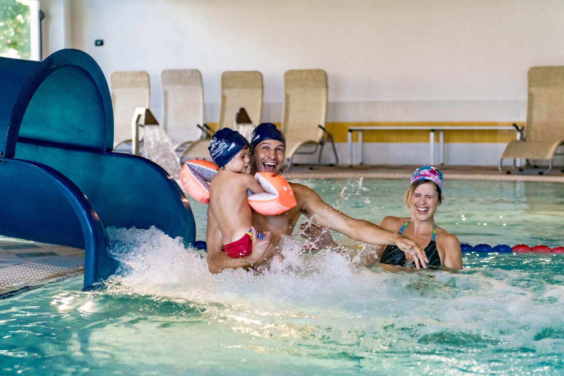 Acqua in piscine ad andalo azienda per il turismo - Immagini di piscina ...