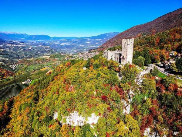 Scopri di più Dolomiti Paganella: luoghi e storie del passato