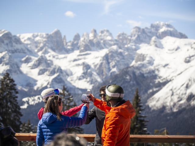 Perché prenotare una vacanza in Dolomiti Paganella a dicembre