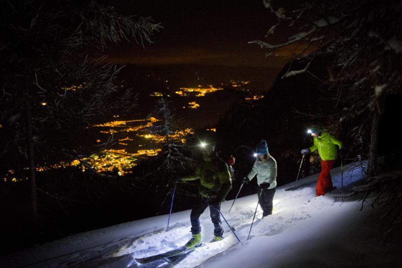 Escursione notturna con ciaspole con cena tipica in rifugio